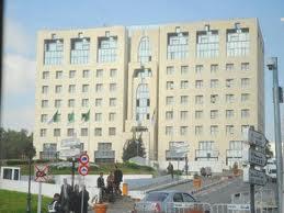 """Le syndicat des AE dénonce la main mise des """"retraités"""" sur les ambassades"""
