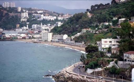 Salon national du tourisme skikda appel du pied aux for Salon du tourisme alger