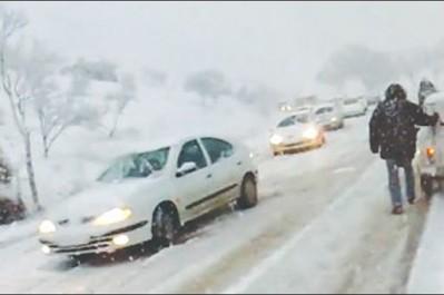 Les pluies orageuses et la neige ont touché prés de 20 wilayas des routes coupées, des inondations et des accidents