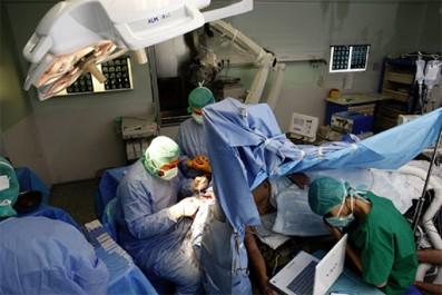 Staff médical américain à l'hôpital de Tipasa: une vingtaine d'interventions chirurgicales complexes réalisées