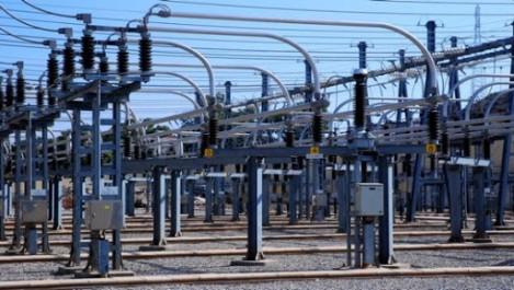 Djelfa: Sellal inspecte un projet de réalisation d'une centrale électrique à Ain Ouessara