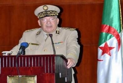 Le Général de Corps d'Armée Ahmed Gaïd Salah en visite de travail dans la 4e Région militaire à Ouargla (MDN)