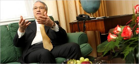 Chakib Khelil prédit un accord sur le gel de production à la Réunion d'Alger.
