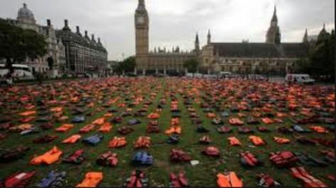 A Londres, un cimetière de gilets de sauvetage rappelle le destin de milliers de migrants en mer
