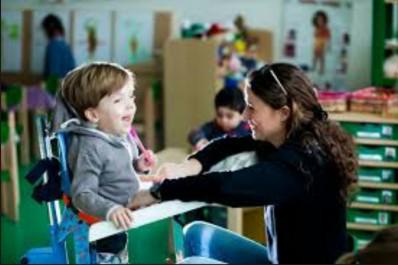 Enfants atteints d'infirmité motrice d'origine cérébrale : Aucune prise en charge pédagogique