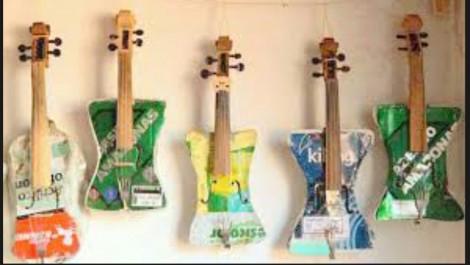 Ces instruments de musique ont été fabriqués à partir de déchets