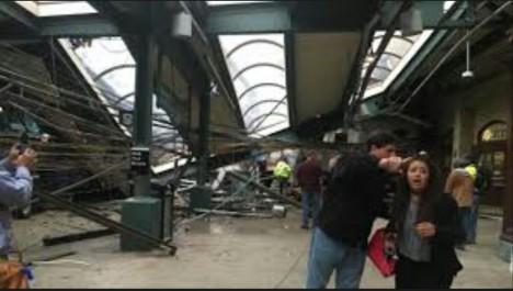 Un train déraille dans le New Jersey, au moins un mort et cent blessés