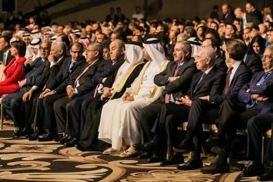 Peres: Le monde arabe entre silence officiel et opinion hostile.