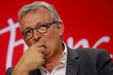 Alors que l'Algérie officielle se mure dans le silence: Le Parti communiste français dénonce les propos de Hollande