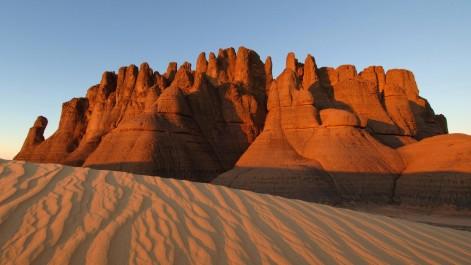 """Né de la collaboration d'une auteure et d'un jeune photographe: """"Terre de Mars"""", un livre captivant sur le Sahara"""