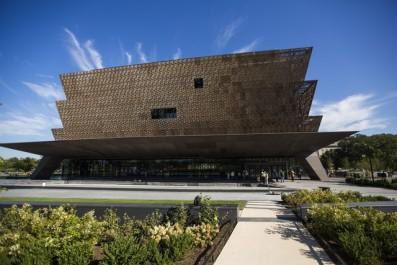 Le premier musée sur l'histoire africaine-américaine ouvre à Washington.