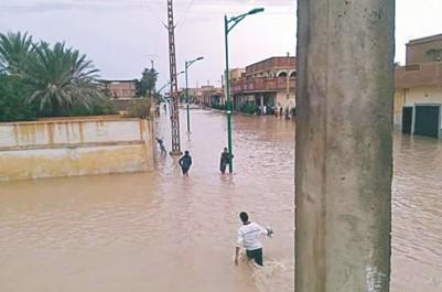 Intempéries à Laghouat: évacuation de 66 personnes encerclées par les eaux pluviales.