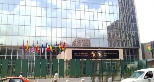 La BAD prête 900 millions de dollars à l'Algérie: Retour à l'endettement extérieur.