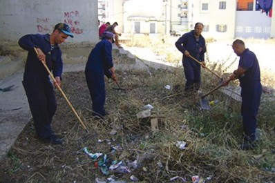 Deuxième semaine de l'opération de nettoyage: La ville de Bouira reprend des couleurs