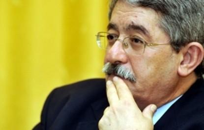 Il refuse les polémiques stériles et diffuse des messages d'espoir : Ouyahia marque son territoire