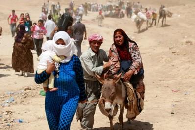 A la frontière syrienne, les réfugiés de Mossoul sous des tirs croisés