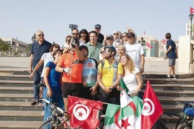 Pour valoriser un moyen de transport économique et écologique: Deux Tunisiens et un Algérien font Alger-Tunis à vélo