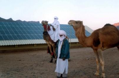 M. Bedoui à El-Bayadh : Réfléchir sur une stratégie d'approvisionnement des collectivités du Sud en énergie solaire