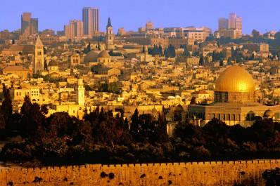Les Palestiniens vent debout contre la loi israélienne voulant interdire l'appel à la prière.