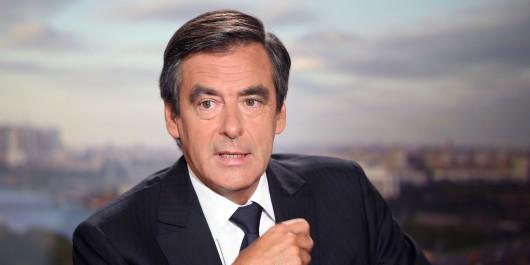 Vainqueur de la primaire de droite, François Fillon en tête des premiers sondages pour la présidentielle, François Hollande s'effondre