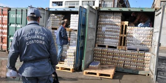 Tébessa: 27 000 litres de gasoil et plus de 15 tonnes de fruits exotiques saisis par la douane
