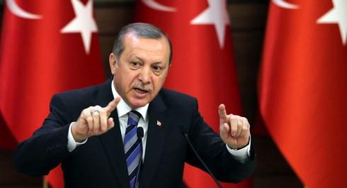 """Victimes d'une vague de répression du régime islamo-conservateur d'Ankara: Les opposants seuls face au """"sultan"""" Erdogan"""