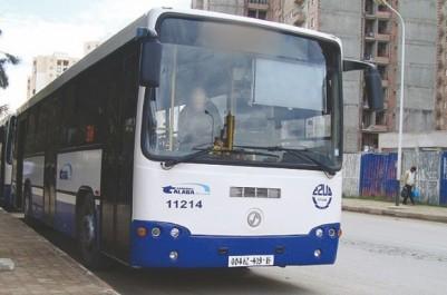 Mise en service des nouveaux bus de l'ETUSA: le transport assuré