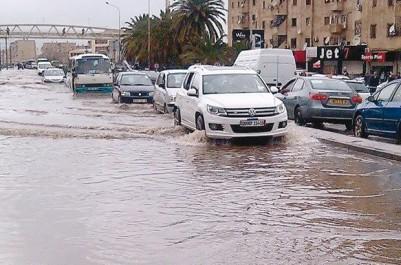 Les premières pluies ont été meurtrières: Cinq morts et des dizaines de blessés