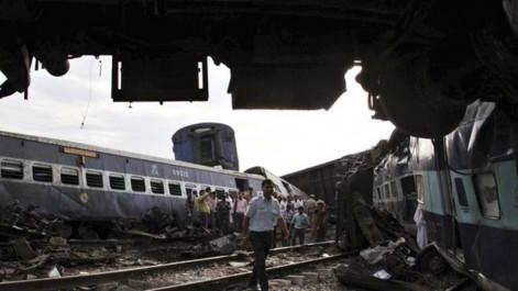 Au moins 91 morts dans un déraillement de train dans le nord de l'Inde