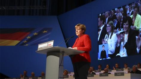 Angela Merkel appelle à l'interdiction du voile intégral en Allemagne, «partout où c'est possible»