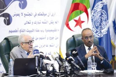 """Il estime que Rabat et Alger doivent """"dépasser leurs différends"""": Lakhdar Brahimi appelle à """"l'ouverture de la frontière algéro-marocaine""""."""