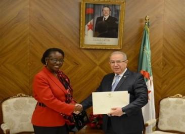 Lamamra reçoit le nouvel ambassadeur de Namibie en Algérie.