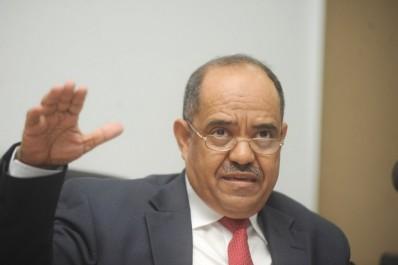 Mohammed Laksaci défend son bilan et prévient contre une dérive inflationniste dès 2017.