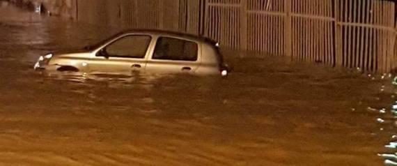 Alger se noie, des axes routiers bloqués, des véhicules emportés par les averses