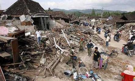 Indonésie: près de 84.000 personnes déplacées après le séisme