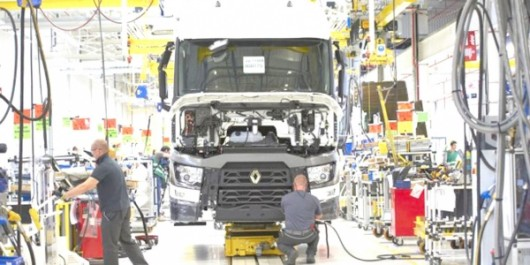 Pose de la première pierre de l'usine Renault Trucks qui coûtera 2 milliards de dinars : Le premier camion « made in Algeria » sortira avant la fin de l'année