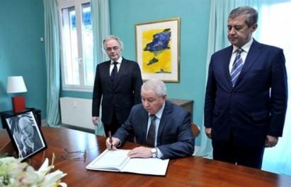 Décès de l'ancien président Roman Herzog: Bensalah signe le registre de condoléances à l'ambassade d'Allemagne