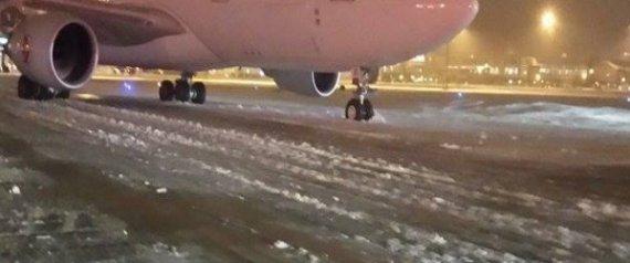 Chutes de neige: annulation de vols dans plusieurs aéroports du pays