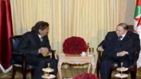 Le président Bouteflika reçoit l'Emir du Qatar Cheikh Hamad Ben Khalifa Al Thani