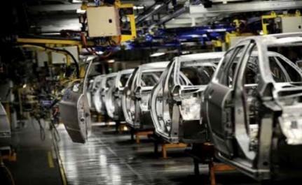 Vers la naissance d'une industrie automobile sur les décombres des importations