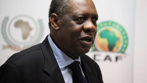 Hayatou: «L'Algérie parmi les cinq pays favoris pour organiser le Mondial 2026 ! ».