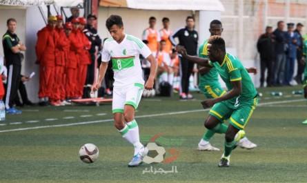Les photos de joueurs en train de surfer lors du match Algérie-Mauritanie font le buzz