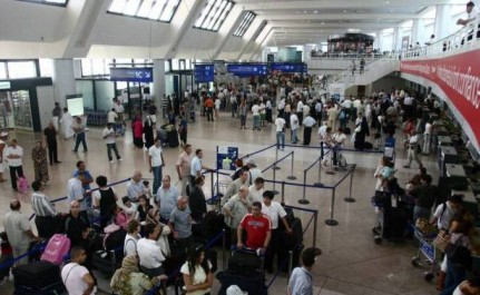 Découverte d'une cache souterraine à l'aéroport d'Alger contenants des objets volés aux passagers