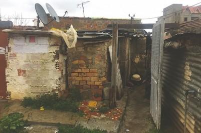 Ils se disent ignorés par les pouvoirs publics: Bouira : mal-logés et livrés à la rigueur de l'hiver
