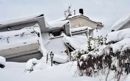 10 survivants sous les décombres de l'hôtel dévasté