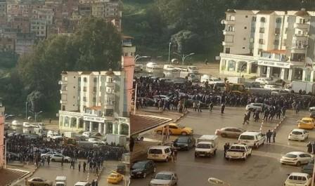 Des collégiens de Skikda ont manifesté contre l'assassinat de leur camarade Kamel Boukerma