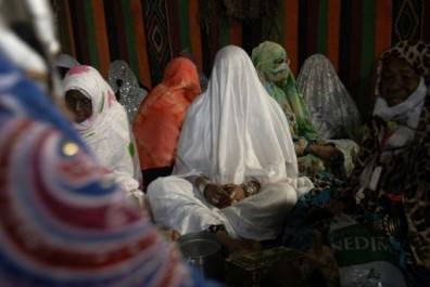 Algérie: des mariages collectifs pour convoler malgré la pauvreté