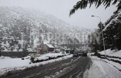 La neige bloque les chemins de l'école