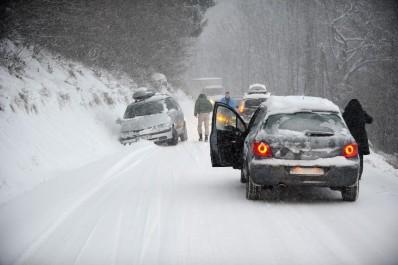 L'alerte maintenue sur les régions nord du pays: Les routes bloquées dans 26 wilayas.