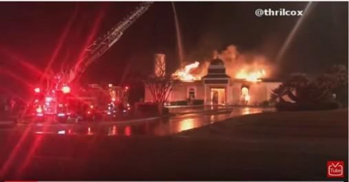 Le « Victoria Islamic Center » au Texas incendié (Vidéo)